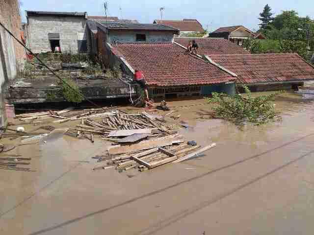 banjir di pondok gede permai jatiasih bekasi.jpg
